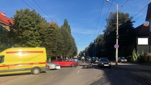 На ул. Дзержинского сбили 34-летнего мотоциклиста