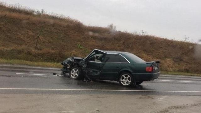 На Берлинском шоссе столкнулись Volkswagen и Audi, пострадал человек (фото)