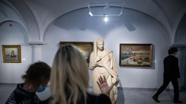 О Балтийском море, нарядах и часах: какие калининградские выставки посетить в ноябре