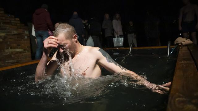 В Минздраве назвали срок вакцинации от COVID-19 для участников крещенских купаний