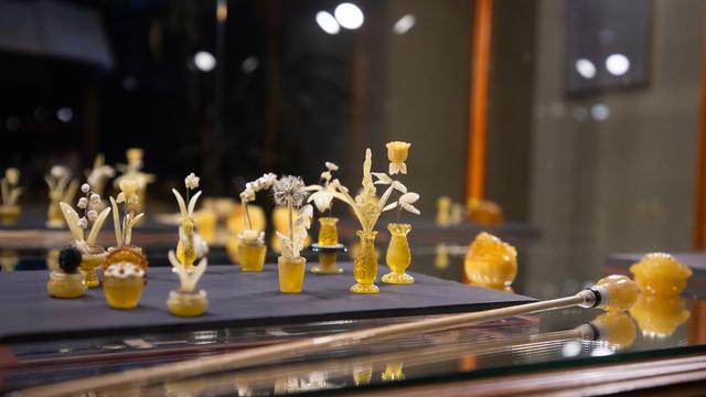 Изделия кёнигсбергской фирмы 1920-30-хх годов и программа для пенсионеров: что посмотреть в Музее янтаря