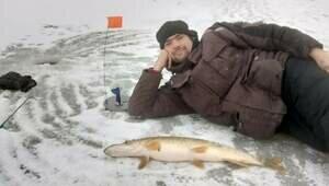 В Калининграде любители зимней рыбалки вышли на лёд за щукой и судаком