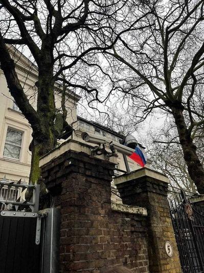 Российское посольство в Лондоне в день протестов 23 января   Фото: Елена Грибоедова