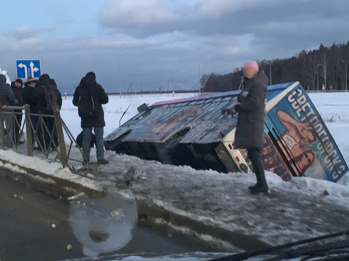 Под Светлогорском перевернулся автобус - Новости Калининграда   Фото очевидца