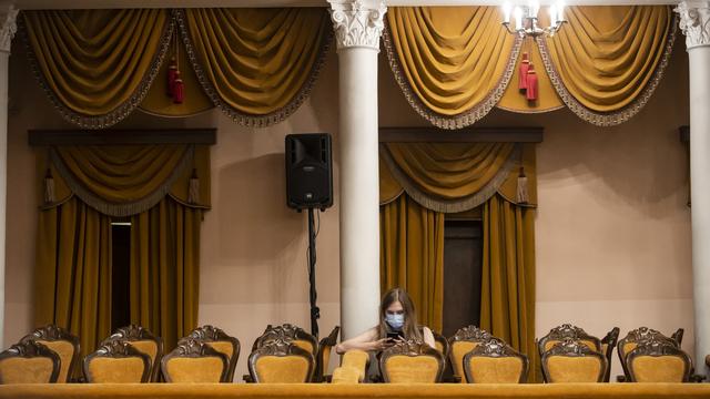 """Комедия о неверных супругах и сказка """"Морозко"""": какие спектакли пройдут на выходных в калининградской драме"""