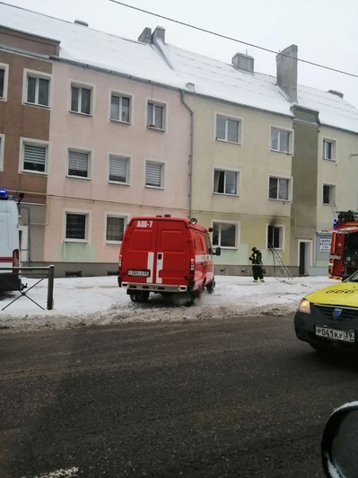 На Аллее Смелых из-за пожара в жилом доме эвакуировали десять человек (фото) - Новости Калининграда   Фото: очевидец