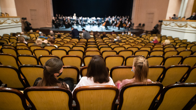 Комедия о дворецком и концерт итальянской музыки: как калининградцам разнообразить длинную рабочую неделю