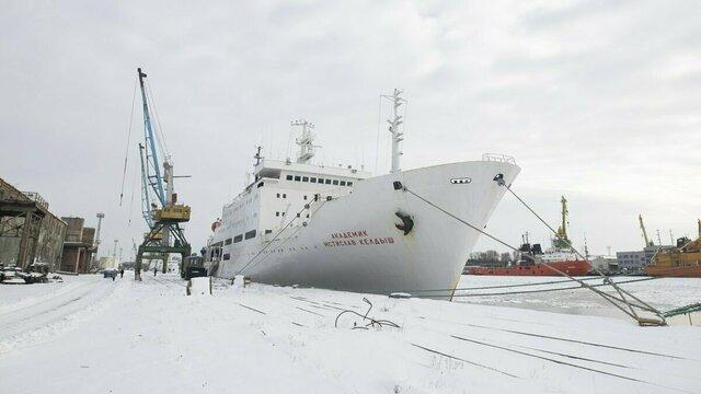 Легендарное научное судно и съёмочная площадка