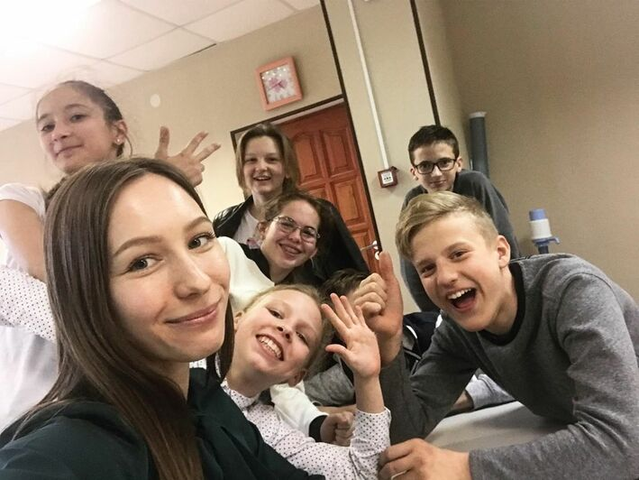 На фото: Дарья Прядухина с учениками   Фото: личный архив педагога