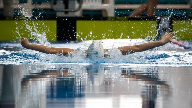 Брызги и скорость: в Калининграде проходит чемпионат по плаванию (фоторепортаж)