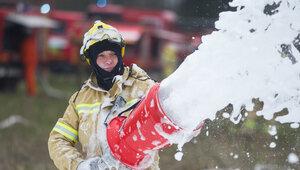 Десять человек эвакуировали, восемь спасли: на Ленинском проспекте произошёл пожар в пятиэтажке