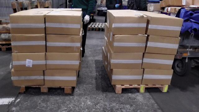 В аэропорту Храброво нашли 40 тысяч пачек белорусских контрафактных сигарет