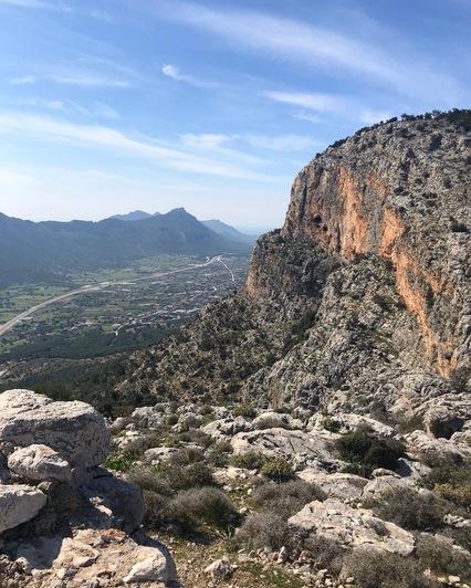 Вид на долину от стены крепости Tokmar Kalesi   Фото: личный архив