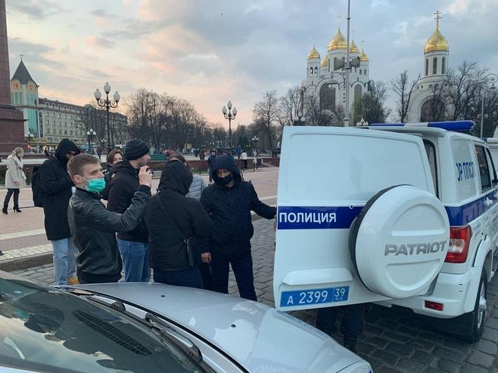 В Калининграде начались задержания на акции в поддержку Навального - Новости Калининграда | Михаил Баранов