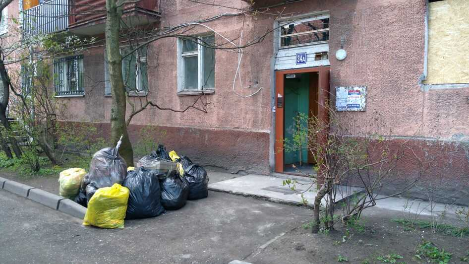 Из квартиры после взрыва вытащили много мусора и обломков    Фото: Юлия Бабайцева