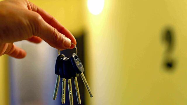 Физлица теперь смогут забрать жильё за долги: десять вопросов о том, как это может произойти