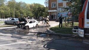 На проспекте Мира загорелась машина с двумя женщинами внутри (фото, видео)
