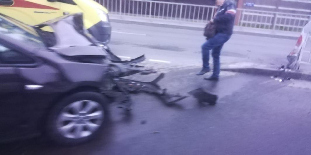 В Калининграде легковушка вылетела на тротуар (фото) - Новости Калининграда | Фото очевидца