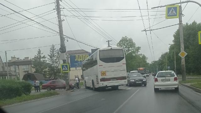 На Советском проспекте собралась пробка из-за ДТП с автобусом (фото, видео)