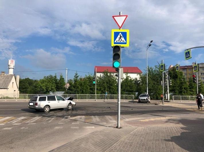 В Гурьевском районе Toyota проехала перекрёсток на «красный» и врезалась в Volkswagen - Новости Калининграда   Фото: пресс-служба УМВД России по Калининградской области
