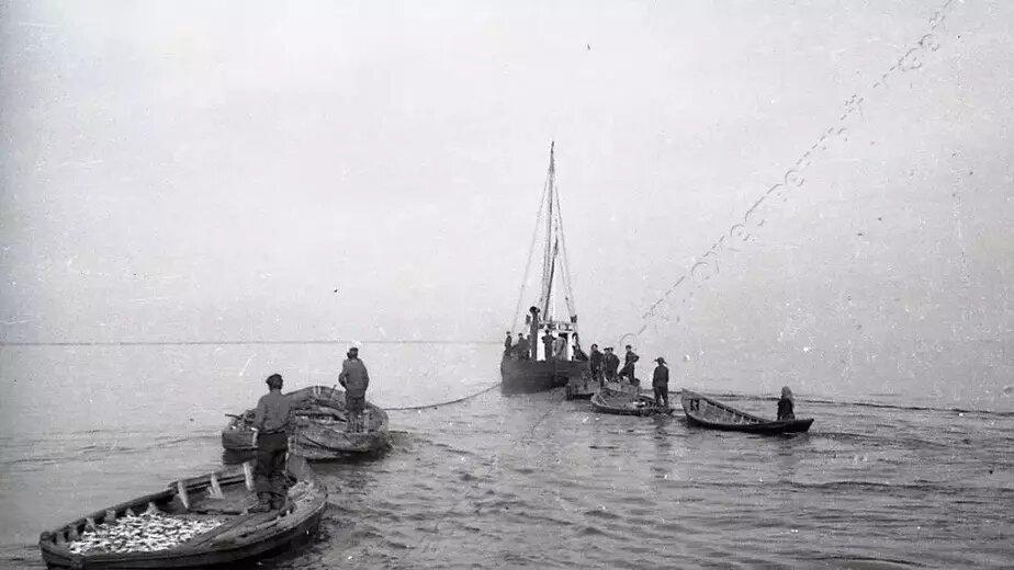 Советские рыбаки в заливе | Фото: Калининградский областной историко-художественный музей
