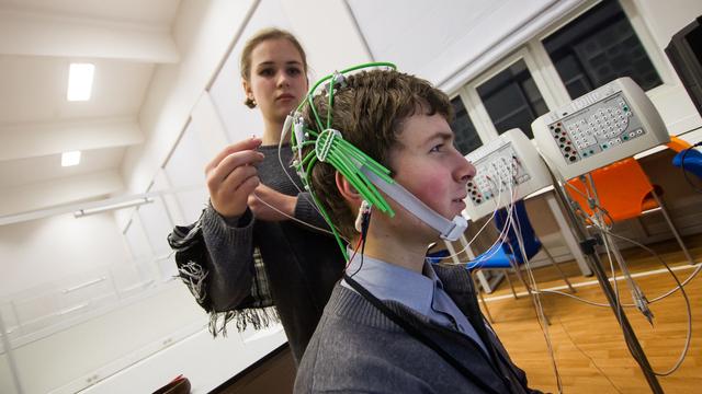 Машины против человека: где найти и как использовать нейросети