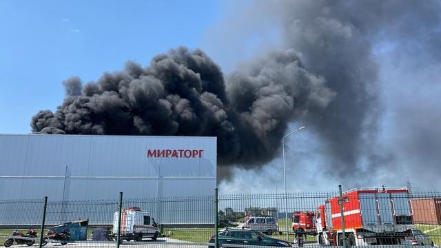 Очевидцы: в Калининграде произошёл пожар на территории «Мираторга» (видео)