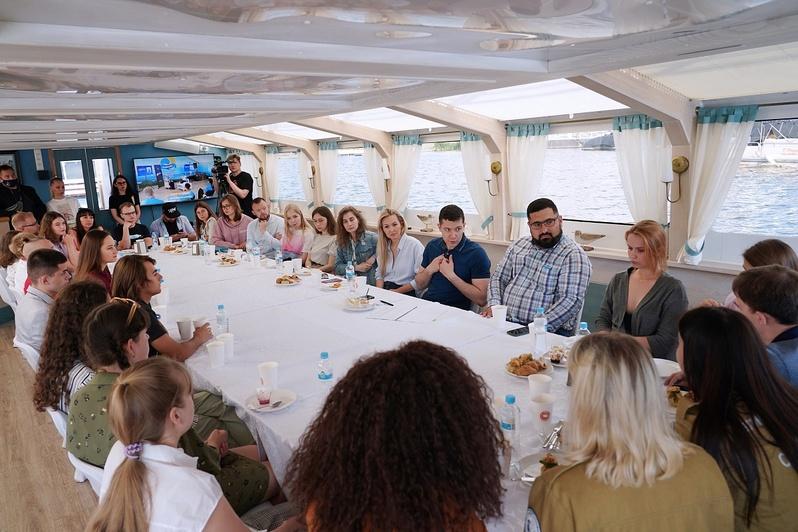 Алиханов встретился с калининградской молодёжью - Новости Калининграда | Фото: пресс-служба правительства Калининградской области