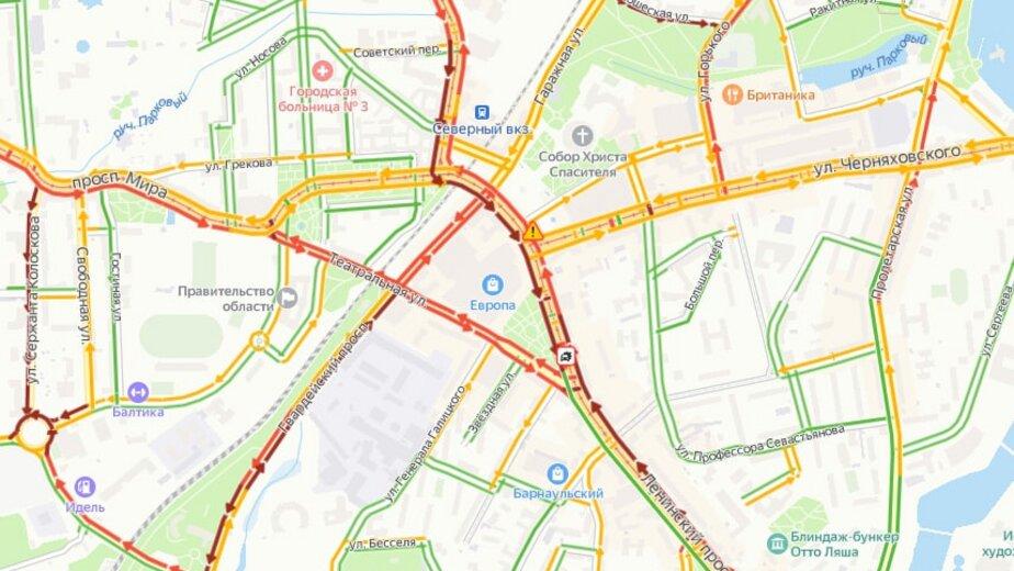 Из-за аварии на пересечении Ленпроспекта и Театральной центр Калининграда встал в пробке - Новости Калининграда   Скриншот сервиса «Яндекс. Карты»