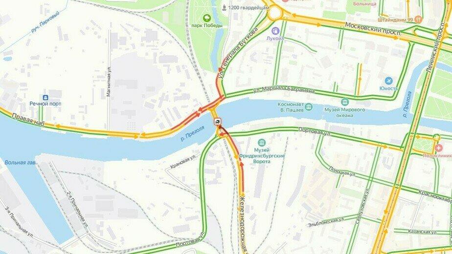Въезд на двухъярусный мост с Портовой перекрыт из-за ДТП - Новости Калининграда   Скриншот сервиса «Яндекс. Карты»