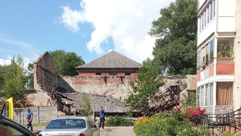 На улице Дадаева рухнула крыша дома (фото) - Новости Калининграда | Фото очевидца