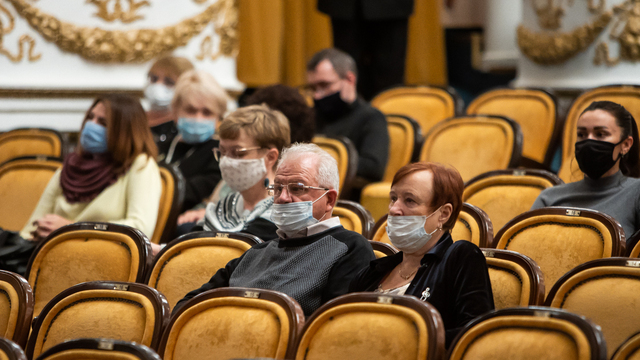 В Калининграде перенесли спектакль «Суп из канарейки» с участием Татьяны Васильевой и Игоря Скляра