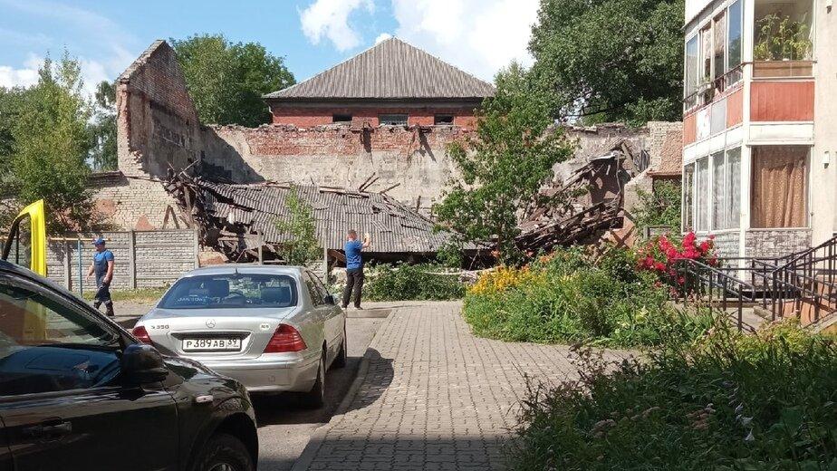 «Состояние объектов критичное»: Андрей Толмачёв — о рухнувшей крыше дома на Дадаева - Новости Калининграда   Фото очевидца