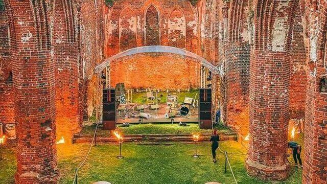 В Калининградской области впервые прошла масштабная частная вечеринка в руинах кирхи