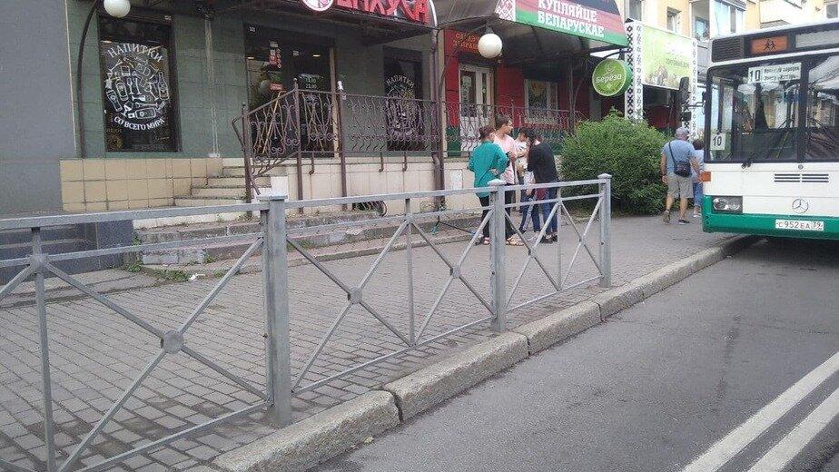 Участники происшествия дожидаются полицию и скорую помощь | Фото: очевидцы