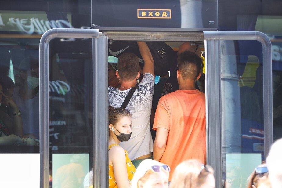Фото дня: переполненные автобусы к морю - Новости Калининграда   Александр Подгорчук / «Клопс»