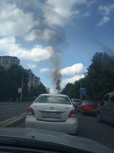 На Советском проспекте загорелся автомобиль (фото, видео) - Новости Калининграда | Фото очевидцев