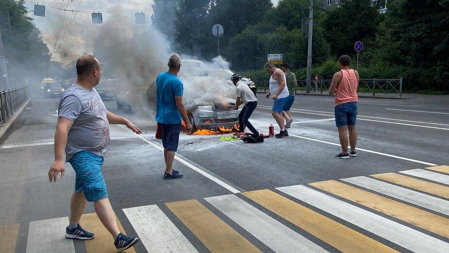 «Сгорела за 8 минут»: очевидцы — о ЧП со Škoda на Советском проспекте - Новости Калининграда | Фото очевидца