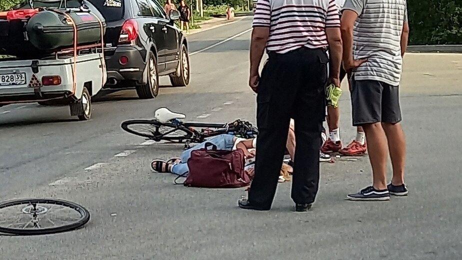 Очевидцы: под Калининградом велосипедист сбил женщину-пешехода - Новости Калининграда | Фото очевидца