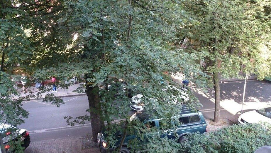 «Машины едут по тротуару»: на Комсомольской из-за аварии образовалась пробка - Новости Калининграда | Фото очевидцев
