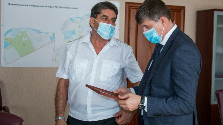 На фото: ветеран Балтфлота Яков Герговский (слева) | Фото: пресс-служба горсовета