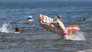 Не отвлекаться ни на минуту: 8 правил для родителей, отдыхающих с детьми на море