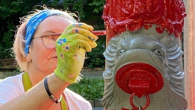 «Штейн Офицерский»: калининградцы покрасили 50-й старинный пожарный гидрант (фото)