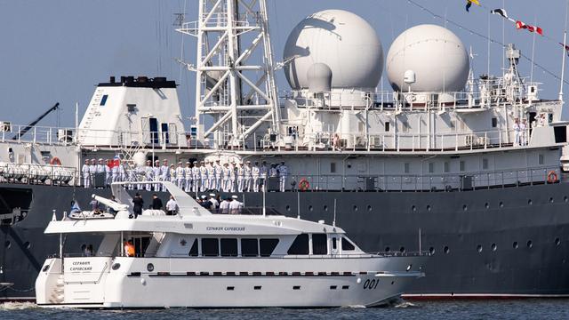 Парад кораблей и авиации, высадка десанта и ракетные стрельбы: в Балтийске отметили День ВМФ (фоторепортаж)