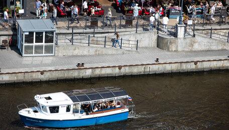 Катались, купались и всё проспали: 7 знаменитостей, посетивших Калининград в разгар туристического сезона