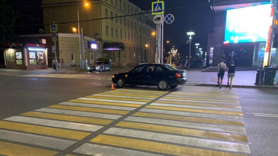 Поехал на «жёлтый»: в центре Калининграда 20-летняя девушка попала под колёса легковушки  - Новости Калининграда | Фото: пресс-служба регионального УМВД