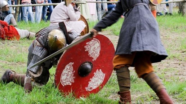 В деревне Кауп под Зеленоградском реконструируют быт викингов