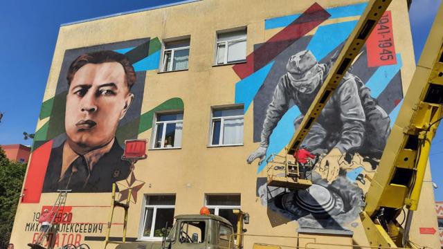 В Калининграде на сборном пункте областного военкомата появился портрет Героя Советского Союза Булатова (фото)