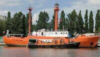 Водолазы обследуют подводную часть плавучего маяка «Ирбенский»