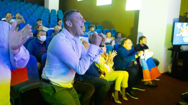Кричащие зрители и плачущий тренер: как калининградцы болели за выступающего в Токио Евлоева (фоторепортаж)